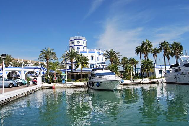 Nieuw. Townhouses direct aan zee in Estepona PL 49